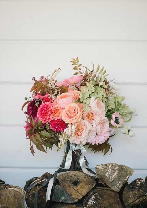 Colorful, modern Durham Ranch wedding   florals by Shotgun Floral Studio   photo by Delbarr Moradi Photography   Read more - https://www.100layercake.com/blog/?p=66301