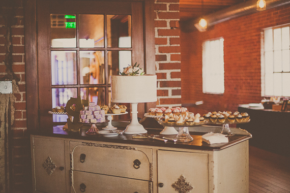 Carondelet House wedding | Cake by The Scootabaker |Photo by Yuna Leonard | Florals by The Little Branch |Read more - https://www.100layercake.com/blog/?p=74488