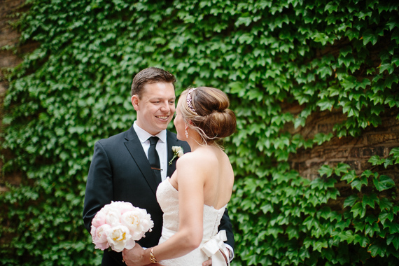 Modern Chicago wedding | Photo by Katie Kett Photography | Read more - https://www.100layercake.com/blog/?p=76330