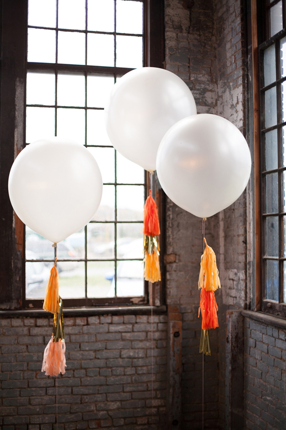 Oversized wedding balloons | Photo by Lisa Berry | Read more - https://www.100layercake.com/blog/?p=76472
