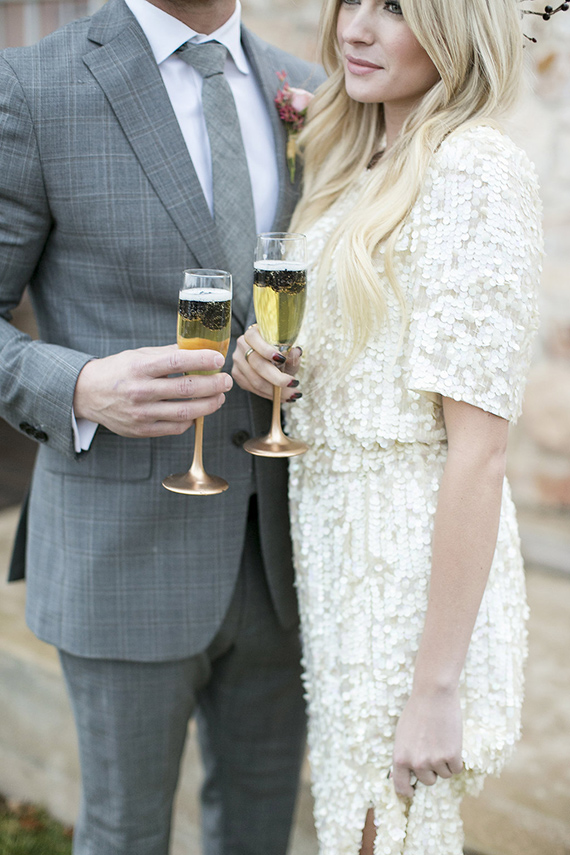 Black white and gold wedding ideas | Photo by Amber Lynn Photo| Read more -  https://www.100layercake.com/blog/wp-content/uploads/2015/02/Black-white-gold-wedding-ideas-1.jpg