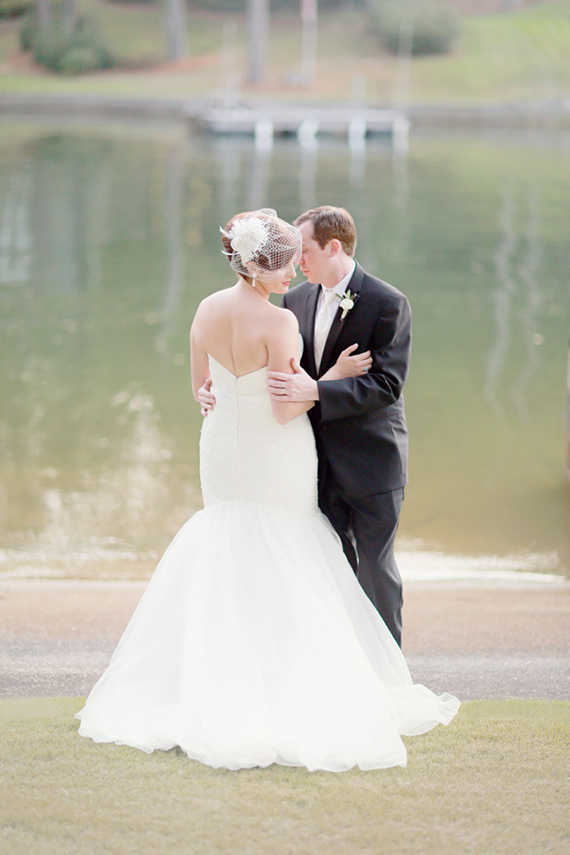 Romantic Alabama wedding | Photo by Simply Bloom Photography | Read more - https://www.100layercake.com/blog/wp-content/uploads/2015/03/Romantic-Alabama-wedding