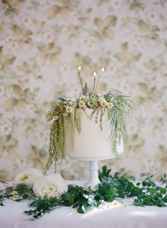Spring wedding cake inspiration | Photo by Esther Sun |Cake by M cakes Sweet | Florals by Milieu Florals | 100 Layer Cake