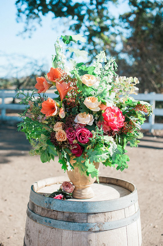 Colorful garden rose bouquet | Photos by Brandi Welles | Read more -  https://www.100layercake.com/blog/wp-content/uploads/2015/04/Colorful-Rustic-Barn-Wedding