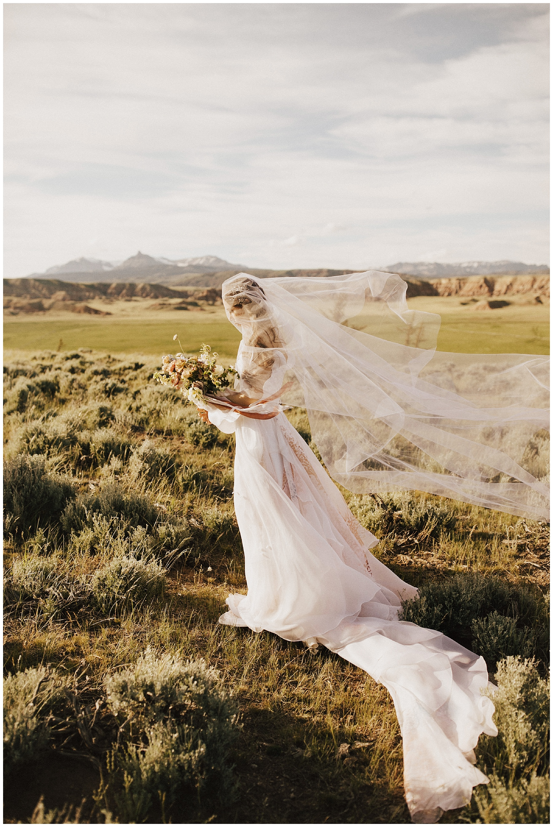 The Wyoming Badlands elopement / Photo by India Earl