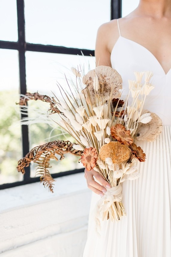 15 Gorgeous Bridal Bouquets Using Dried Flowers Wedding Inspiration 100 Layer Cake
