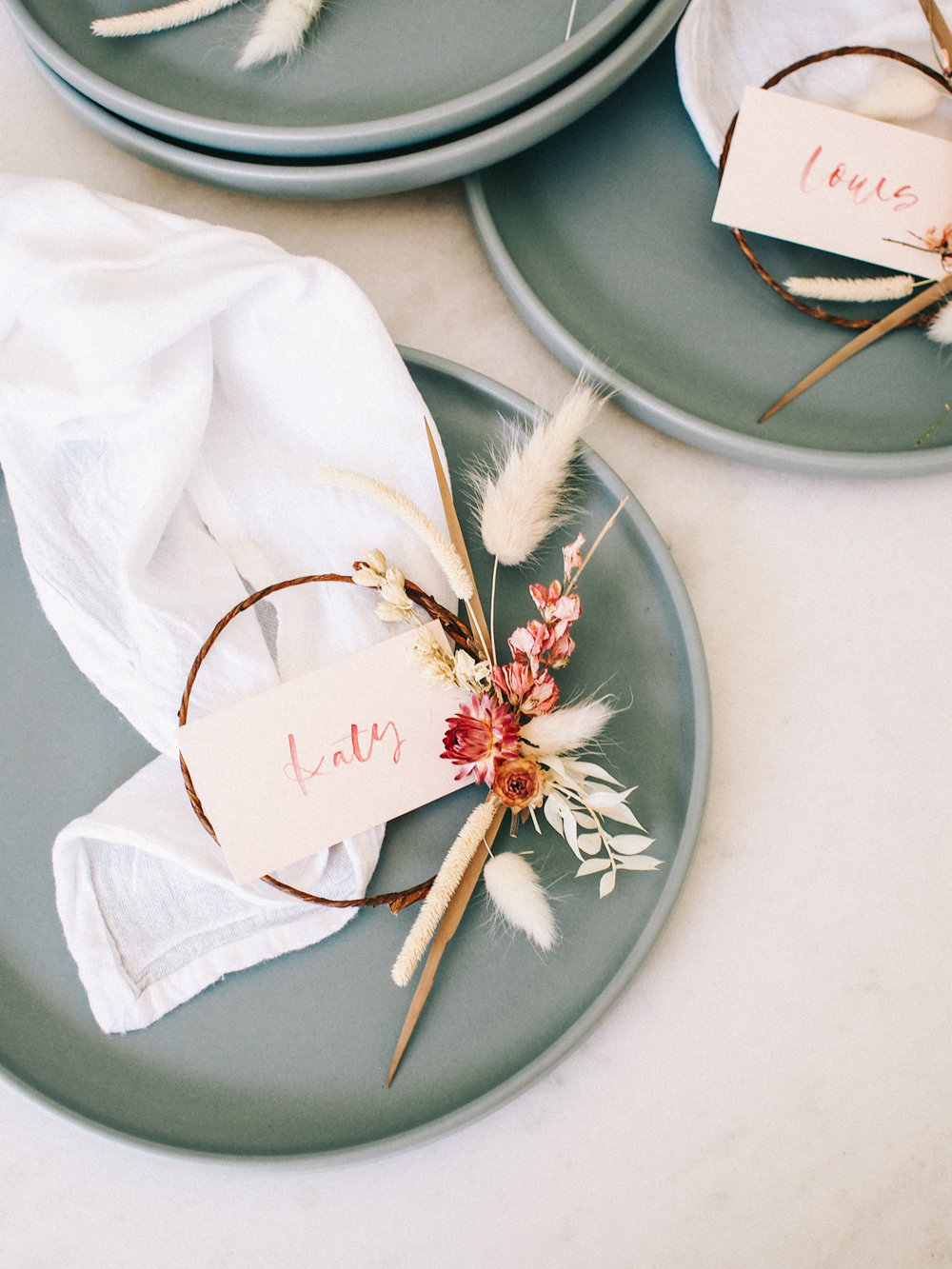 Easy floral wreath place cards