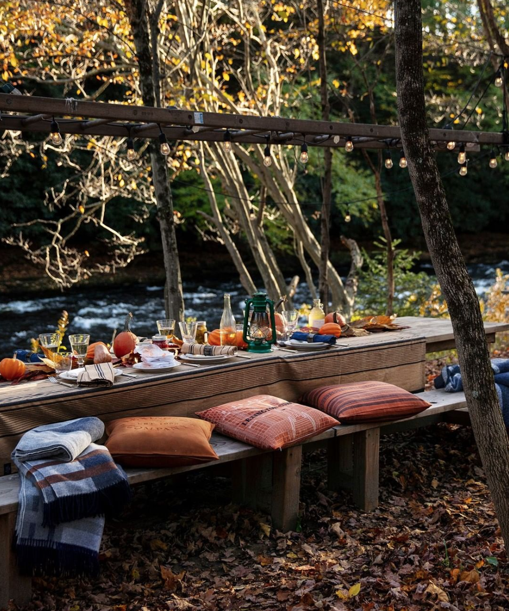 Outdoor thanksgiving tablescapes