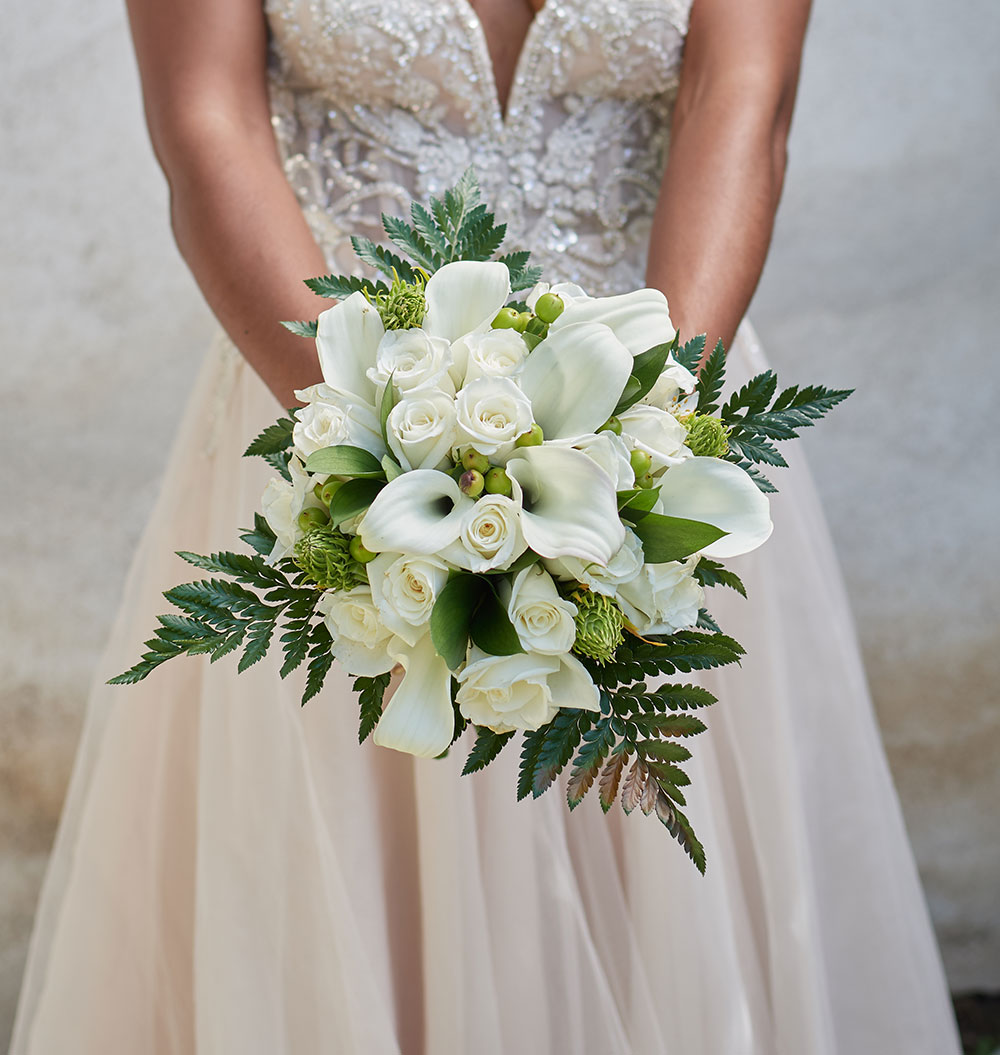 Farm- fresh wedding day florals from The Bouqs Co. Weddings & Events